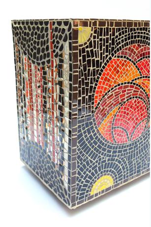 mobilier de jardin, table basse, pouf, retournable, recouvert de tesselles sur les 6 faces (60cmx50cmX30cmht)