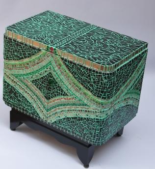 petit mobilier façon picassiette, 66cmx40cmx62cm de haut