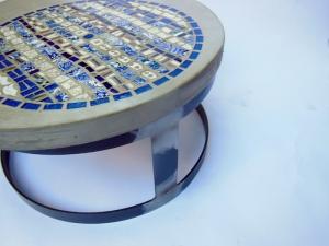 table basse mosaïque et béton bleu (800x600)