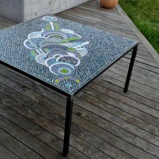 grande table de jardin, 140cmx140cm, pâte de verre Albertini, pied métal