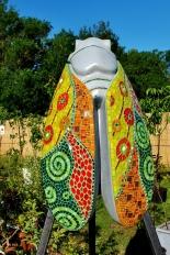 Bijou de Jardin, cigale en béton et mosaïque