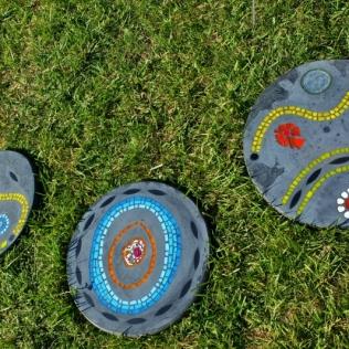 Bijoux de jardin, pas japonais série 1, mosaïque et béton