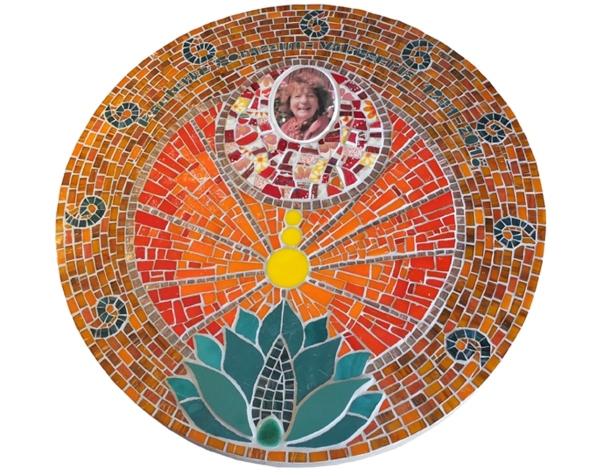 décoration funéraire (60 cm de diamètre, mosaïque sur béton)