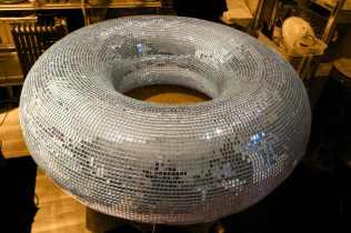 160cm de diamètre, boule à facette