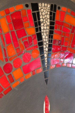 Détail, tables basses de jardin duo, béton et mosaïque