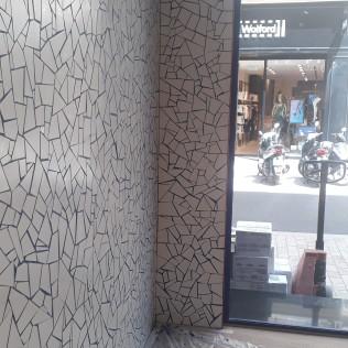 décoration murale en grès pour la boutique le Slip Français, Marseille rue Paradis