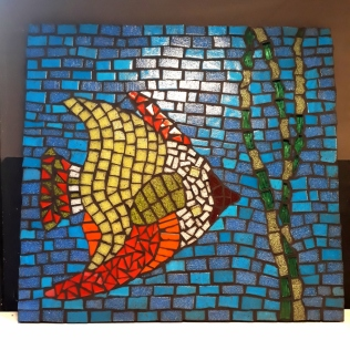 Cours-mosaïque-marseille-débutant-précieuses-assembleuses-poisson (1021x1024)